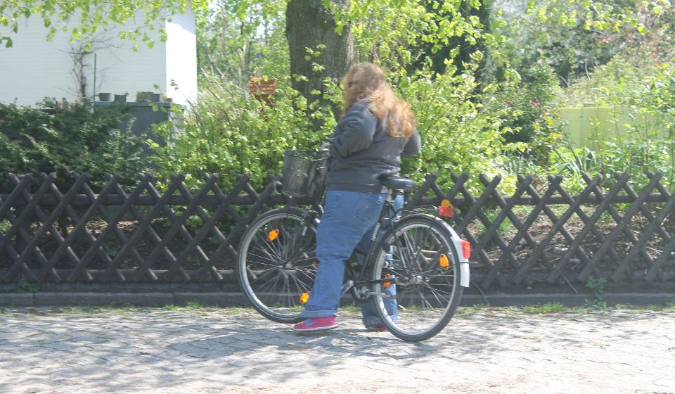 Absteigen Fahrrad mit Adipositassimulation BBS Cuxhaven